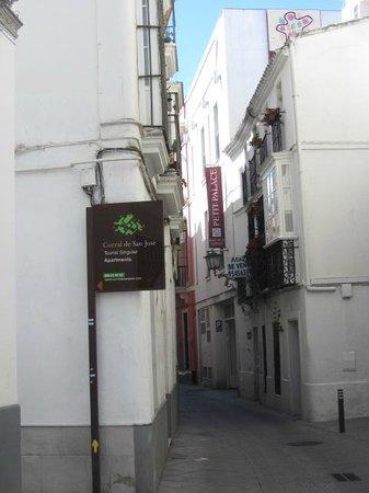 Corral de San Jose: Il calle Jimios dove si trova la struttura ...