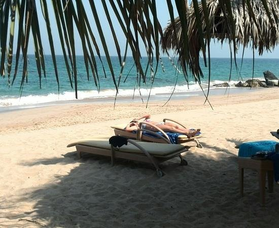 Le Meridien Al Aqah Beach Resort : working up a tan