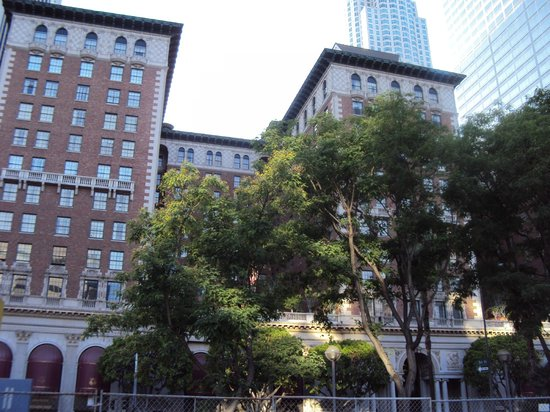 Millennium Biltmore Hotel Los Angeles: View from Pershing Square