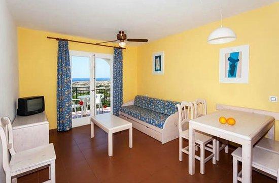 Apartamentos Roc Oasis Park: Chambre avec salon