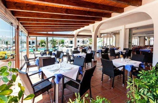 Apartamentos Roc Oasis Park: Restaurant extérieur
