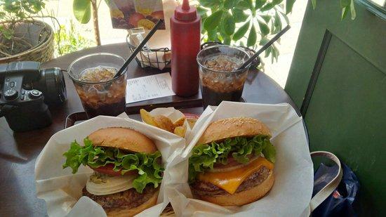 FRESHNESS BURGER: Cokes, fries and fresh hamburger and cheeseburger!!!