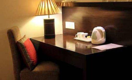 Cabana Hotel : Room Desk