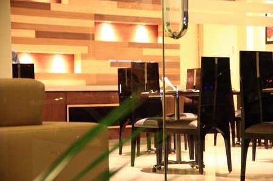 Cabana Hotel : Dining