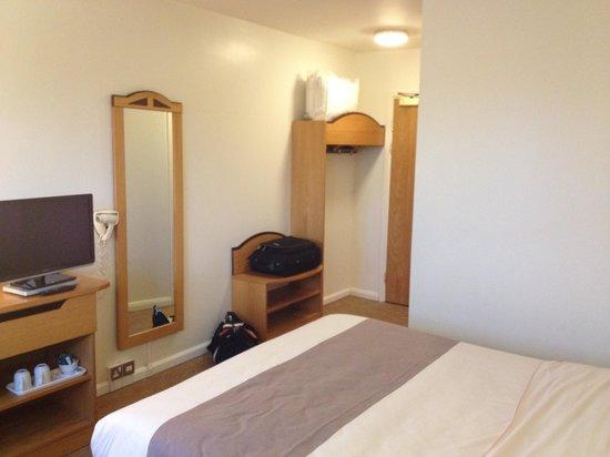 Ibis Chesterfield Centre: Pretty standard Ibis bedroom