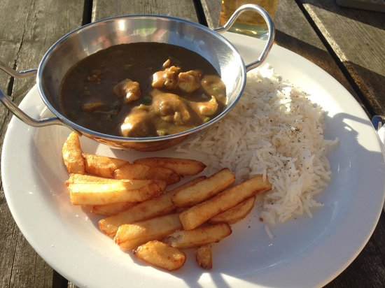 Milecastle Inn: Chicken curry, rice and chips. Food tasted great. Cost £10.50. Unfortunately this picture doesn'