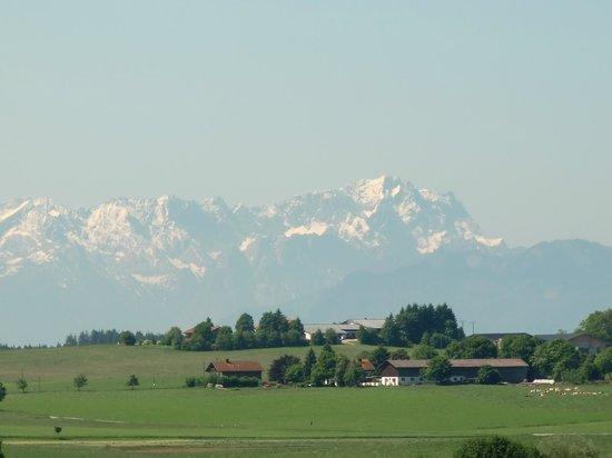 Zugspitze (2962m) von Degerndorf aus gesehen