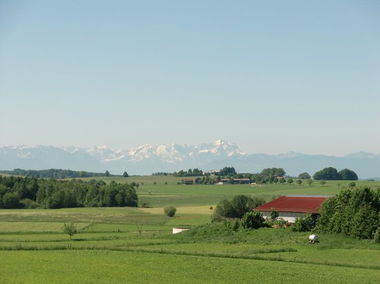 Degerndorf, Germany: Im Alpenvorland (Hintergrund Zugspitze)