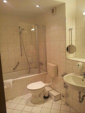 Mark Apart Hotel: Ванная