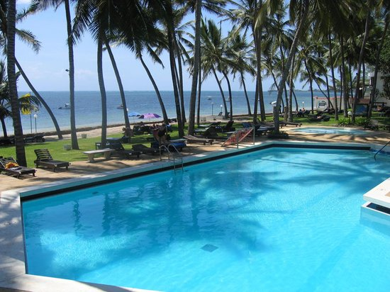 Kenya Bay Beach Hotel : Pool & Beach