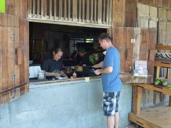Waiahole Poi factory : Здесь оформляете заказ и расплачиваетесь