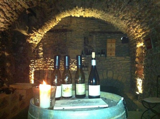 Les Caves Saint Charles: Choices in the Cav a vin
