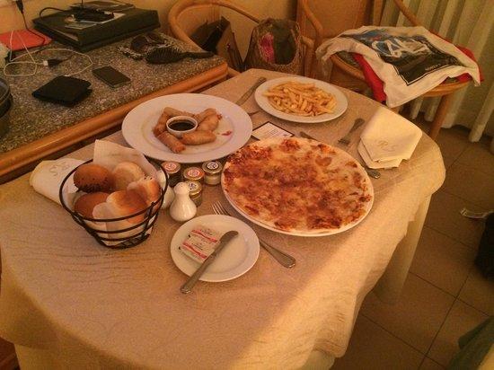 Hurghada Marriott Beach Resort : Room service!!