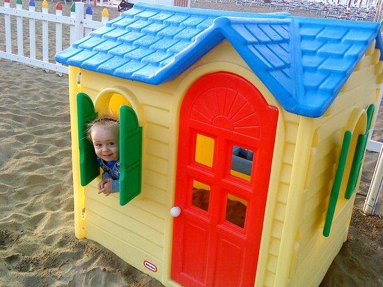Hotel Tizianbeach : miniclub in spiaggia