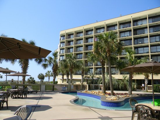 DoubleTree Resort by Hilton Myrtle Beach Oceanfront: Live Oak building from pool area.