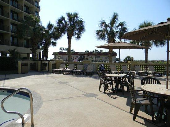 DoubleTree Resort by Hilton Myrtle Beach Oceanfront : Entrance to pier, restaurant & souvenier shop.