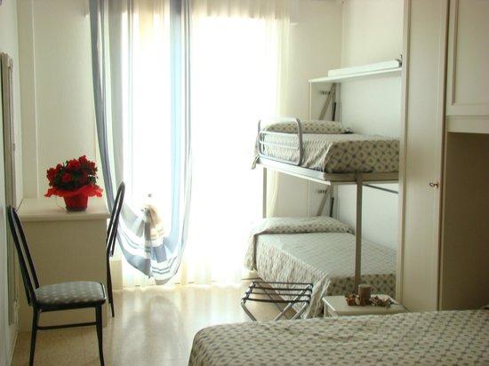 Hotel Tizianbeach : camera famigliare comfort