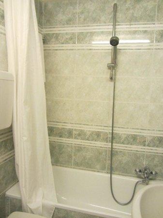 Hotel Alessandra: shower/bath