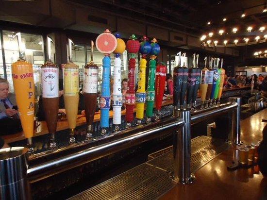 Harpoon Brewery & Beer Hall: Harpoon Beer on Tap