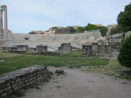 Theatre Antique: アルルの古代劇場・・・昔のローマ時代の光景が浮かびますね!