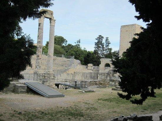 Theatre Antique: アルルの古代劇場
