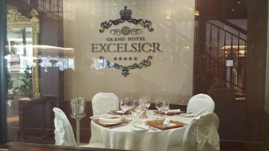 Excelsior Grand Hotel: Tavola per cena