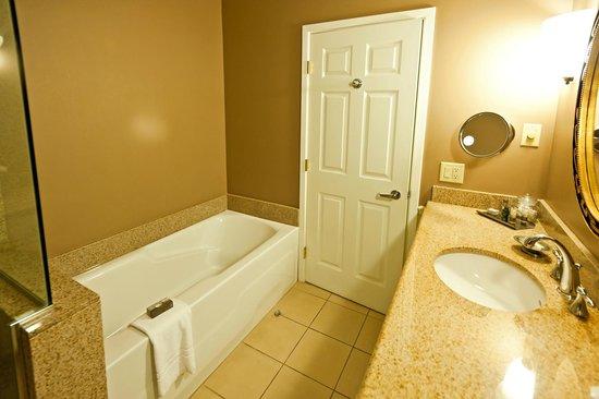 Portland Harbor Hotel : Bad mit Dusche und Wanne