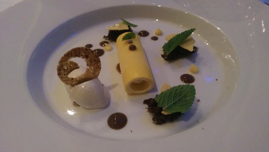 Pearl Brasserie: Chocholate sponge cake with banana