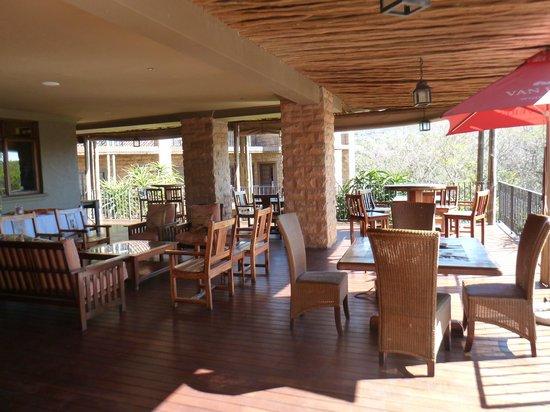 Afrique Boutique Hotel Ruimsig : wooden deck
