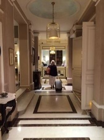 Hotel Bradford Elysees - Astotel: arrival