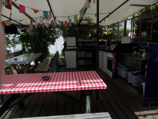 Lucky Lake Hostel : the kitchen