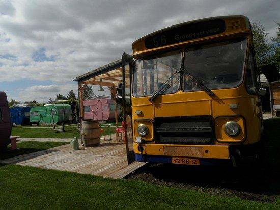 Lucky Lake Hostel : breakfast bus