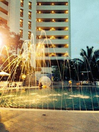 Centara Karon Resort Phuket: Pool party