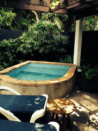 Centara Karon Resort Phuket: Private jacuzzi at our cabana
