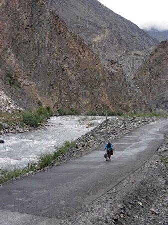 Khunjerab Pass: Abfahrt Grenze - Sost