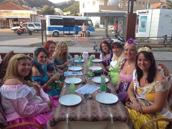 Umut Cafe: umuts bar , turkey princesses