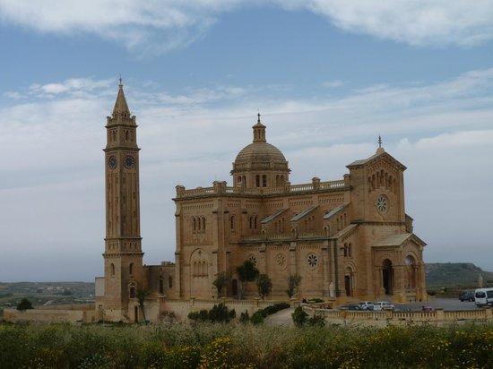 Gharb, Malta: La basilica