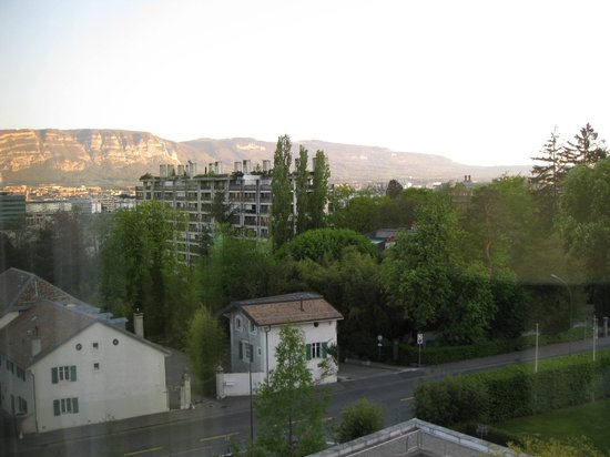 Hotel InterContinental Geneve: View from room - sixth floor