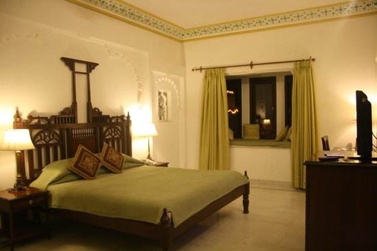 Hotel Swaroop Vilas: Our room
