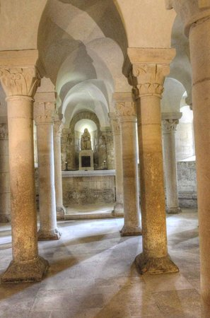 Abbaye aux Dames : The crypt