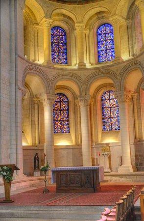 Abbaye aux Dames : The altar