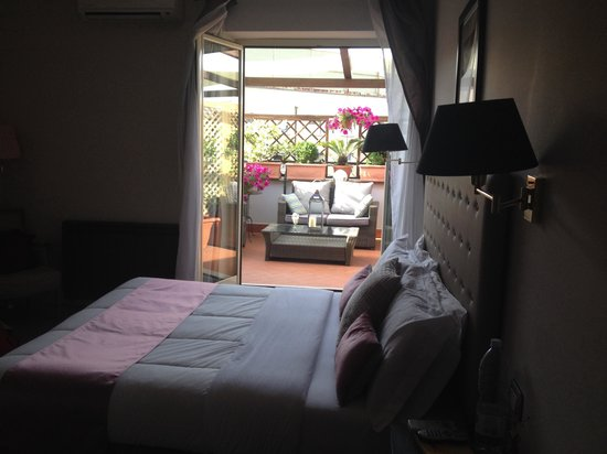 Althea Inn: Bedroom and terrace