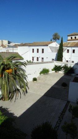Albergue Inturjoven Córdoba: Vista del patio interno del albergue