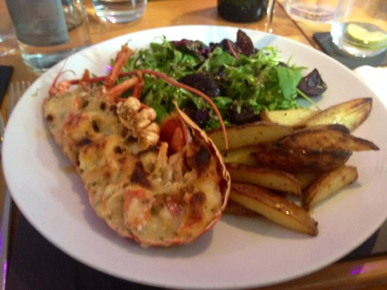Gwesty Cymru: Lobster mornay with wedges and salad