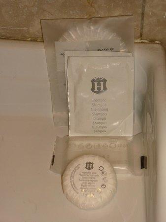 Hotel Cinquantatre : Zeep op de badkamer