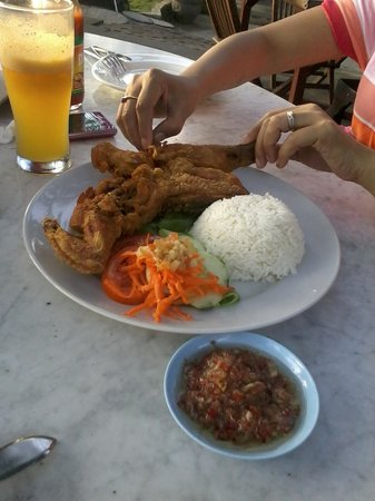 Pantai Restaurant: Indonesian style chicken