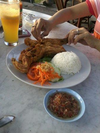Pantai Restaurant : Indonesian style chicken