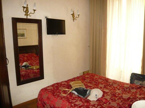Hotel Cinquantatre : Kamer 404