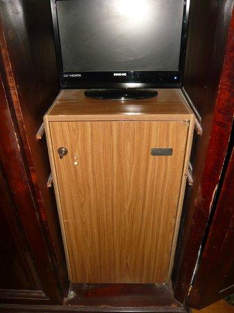 Hotel Cinquantatre : Kast en koelkast