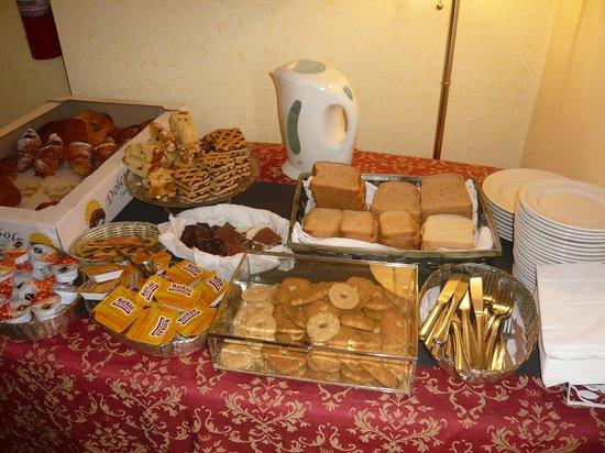 Hotel Cinquantatre : Ontbijtbuffet